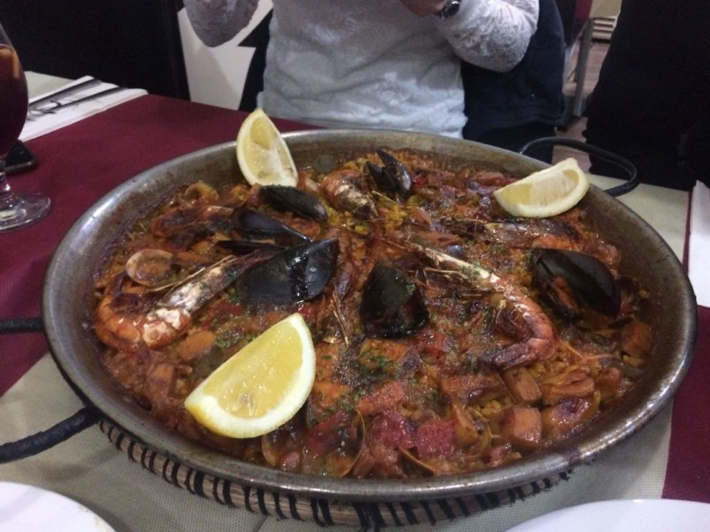 paella-danie-kuchni-hiszpanskiej