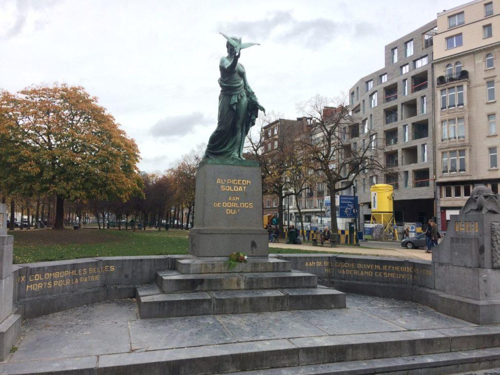 bruksela-pomnik-golebia