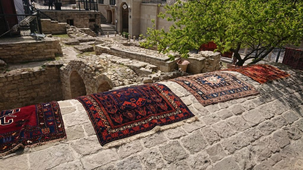 dywany-na-murze