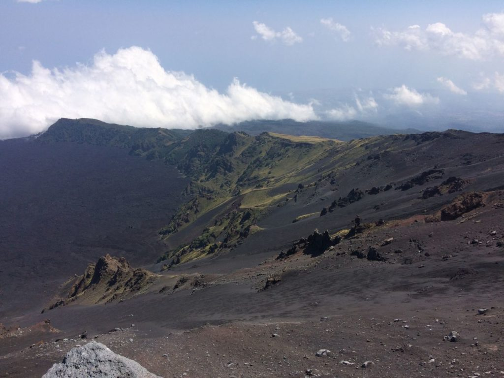 etna-widok-w-chmurach