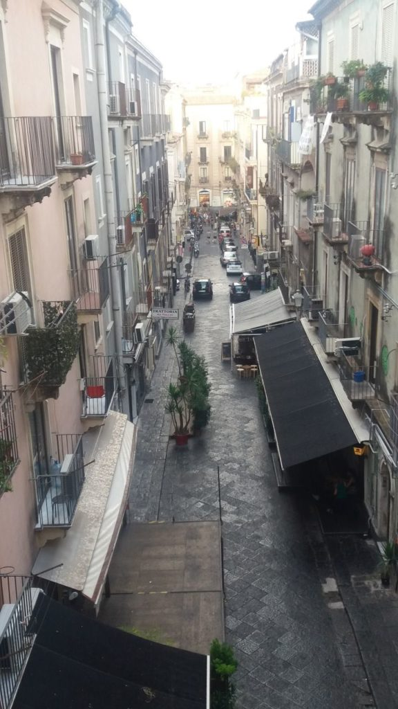 katania-sycylia-uliczka
