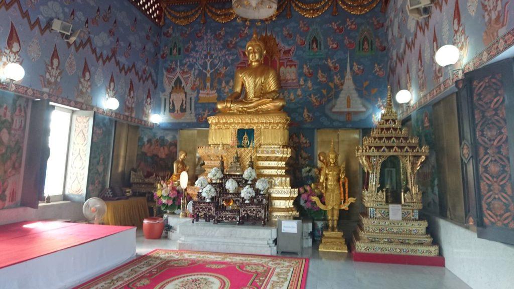 krabi-wat-kaew-temple-w-srodku