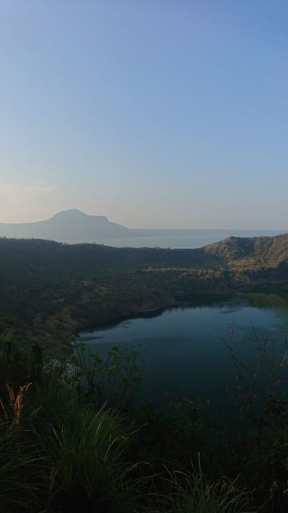 krater-gora-w-tle
